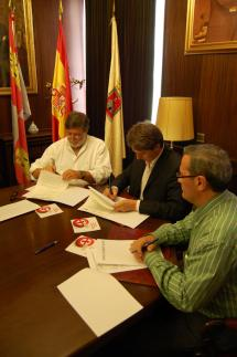 El Ayuntamiento de Soria, FOES y ASOHOTUR firman un convenio para promover hábitos responsables en el consumo de alcohol