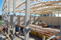 El nuevo Pabellón Polideportivo San Andrés, ejecutado gracias al Plan E, recibe su cubierta