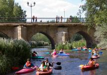 El Día de la Piragua congrega a más de 150 personas en el descenso del Río Duero