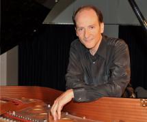 El soriano Miguel Ángel Muñoz ofrece mañana un recital dedicado a rendir homenaje a una de las figuras más destacadas del pianismo romántico: Frèdèric Chopin.