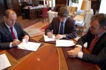 El Ayuntamiento de Soria y Caja Duero suscriben un convenio de colaboración para facilitar los trámites administrativos a los ciudadanos