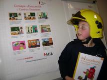 Los Bomberos de Soria muestran a los más jóvenes su oficio y los educan en prevención de incendios