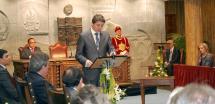 Un emotivo y solemne Pleno entrega los reconocimientos al Numancia, a la ciudad de Zaragoza, a Julián Marías y a García Gallo