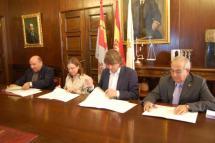 El alcalde de Soria Carlos Martínez rubrica tres convenios de colaboración con Cáritas, APROME y Cruz Roja