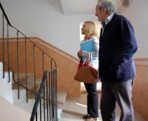 El Ayuntamiento prosigue con los trabajos de mantenimiento de la plaza de toros e instala un zócalo en sus tres escaleras de acceso