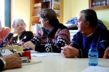 Carlos Martínez se reúne con la Asociación de Vecinos de La Barriada con el bosque infantil y los presupuestos sobre la mesa