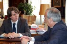 El alcalde de la capital recibe al presidente del Consejo de Cuentas y repasan la financiación de las entidades locales