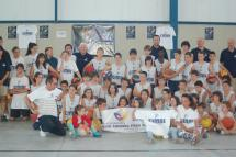 Aitana visita el Campus Internacional de Baloncesto de Soria para animar a todos a seguir recogiendo tapones para la ONG
