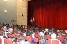El alcalde agradece a los alumnos de las Aulas su comprensión y compromiso con este proyecto de formación y ocio