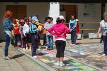 Los alumnos de 4º de Primaria estrenan la nueva oca junta al aula de Valonsadero