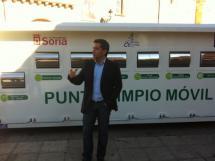 El Ayuntamiento consigue que el punto limpio móvil se integre en la ciudad y se use de forma habitual por los vecinos