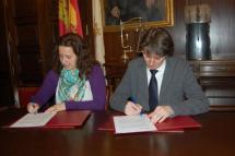 Ayuntamiento y FAPA firman un convenio para la cesión de espacios para el programa 'Vacaciones en el cole'