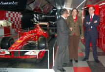 Apertura de la exposición con el monoplaza de Ferrari.
