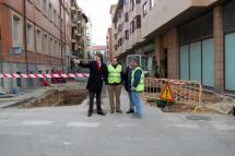 La obra de la calle Medinaceli concluirá en mayo y permite incluir contenedores soterrados con el traslado de los de la plaza San Clemente