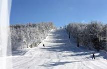 El Ayuntamiento inicia la campaña de nieve en Santa Inés con más de 250 escolares participantes