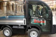 Vehículo eléctrico del servicio de jardines del Ayuntamiento.