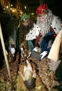 Más de 200 personajes y nueve carrozas participan en el desfile de la Cabalgata de Reyes