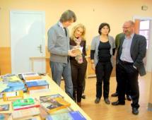 El Ayuntamiento colabora con los vecinos del Calaverón en su Banco de Libros y trabaja para buscar un local en la zona