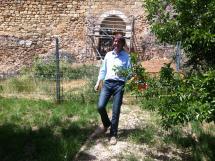 Puerta de la muralla recuperada junto a las márgenes